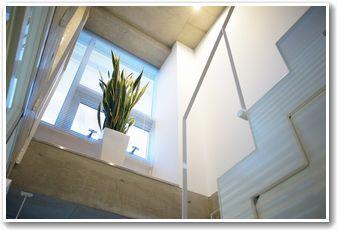 吹き抜けの階段|セラ治療院